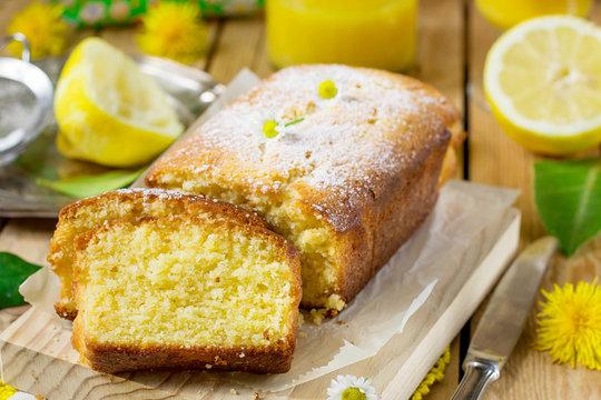 Sweet lemon cake with powdered sugar