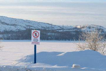The sign says. To go,to go on the ice is prohibited. Life-threatening.
