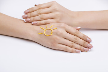 femininity at the tip of the hand