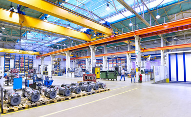 Industriehalle mit Interieur im Maschinenbau // Industrial hall mechanical engineering
