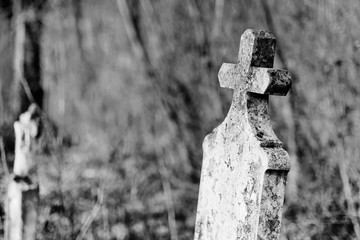 Fototapete - Old tombstone in cemetery