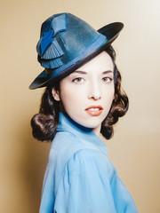 Beauté au chapeau retro