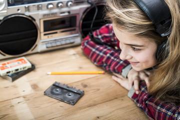 Girl listening to music retro eighties header