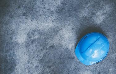 Obraz Hard Hat on the Concrete - fototapety do salonu