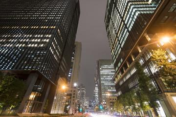 東京都市風景 大手町 丸の内 夜景 永代通り 光跡