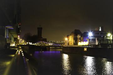 Rheinauhafen in Köln bei Nacht