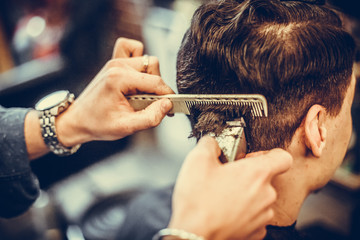 Hair stylist using comb and razor