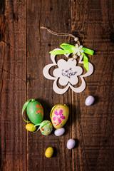 Ciondolo pasquale e uova colorate