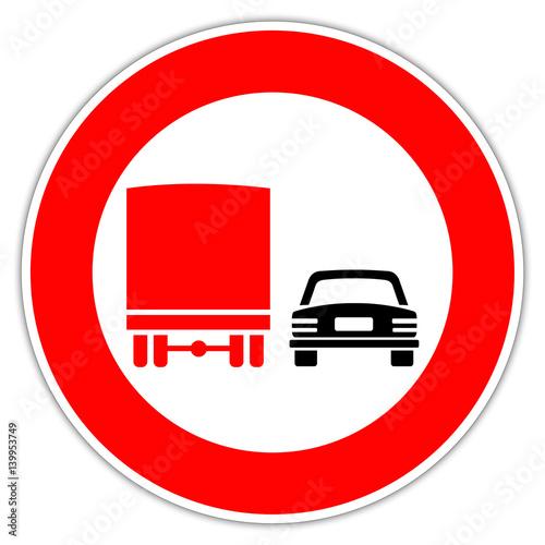 panneau en italie interdiction de doubler pour les camions zdj stockowych i obraz w. Black Bedroom Furniture Sets. Home Design Ideas