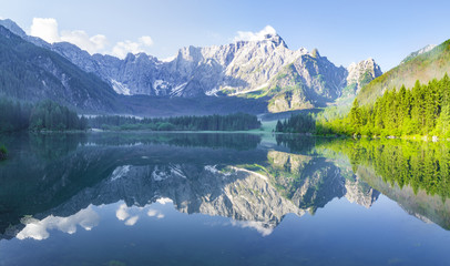 Fotomurales - sunrise over the crystal-clear mountain lake in the Julian Alps