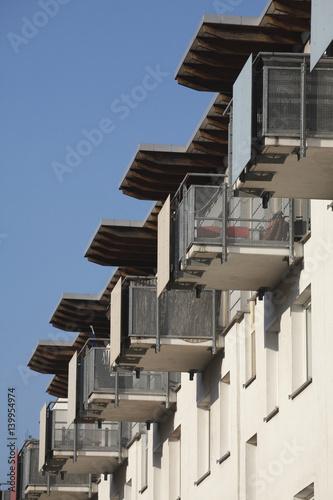 Moderne Wohnhäuser moderne wohnhäuser balkone stockfotos und lizenzfreie bilder auf