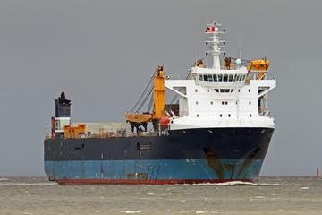 blaues Dockschiff bei Cuxhaven