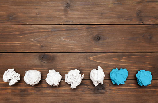 balls of paper on wooden background symbolizing the days of the week
