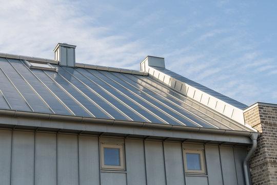 Zinkblechverkleidung eines Daches