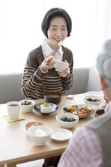 Senior couple eating lunch