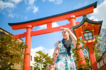 Woman travel alone in Japan : Fushimi Inari Taisha