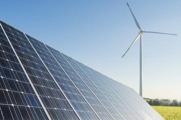 Photovoltaik und Windgenerator zur elektrischen Energie Produktion - Nachhaltige und erneuerbare Energien