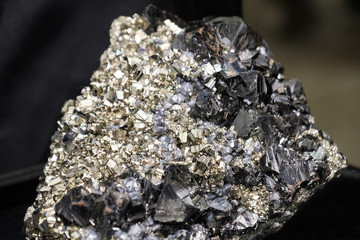 hubnerite pyrite quartz black