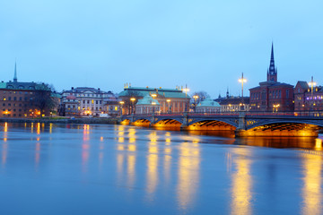 Wall Mural - Beautiful evening scenic panorama of the Old Town (Gamla Stan) pier architecture in Stockholm, Sweden