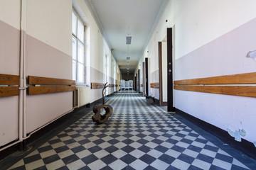 stary opuszczony szpital