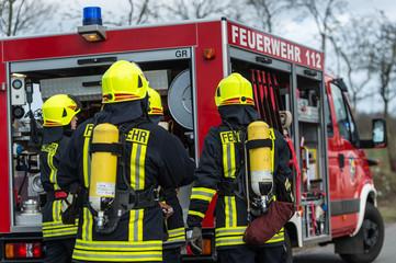 Feuerwehr - Feuerwehrmänner im Einsatz