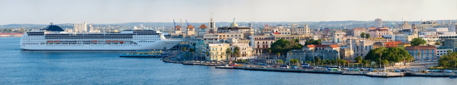 Very high resolution panoramic image of Old Havana including historic buildings and a modern cruise ship