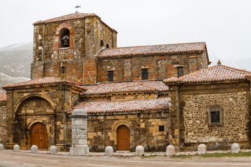 Real Colegiata de Santa María de Arbas del Puerto, León, España.
