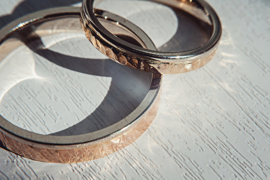Hammered weddin rings. sunsine