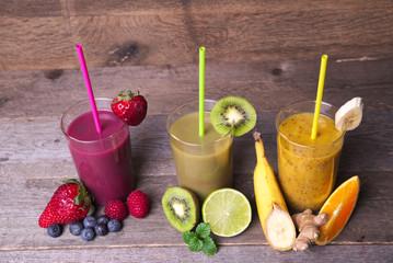 Smoothies aus unterschiedlichen Früchten