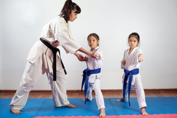 Coach woman showing martial art for children
