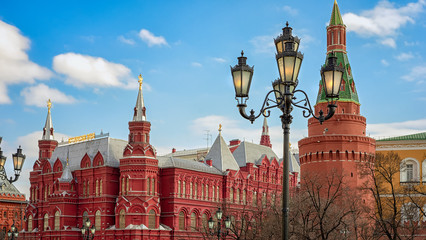 Fototapete - The State Historical Museum of Russia. Located between Red Square and Manege Square in Moscow, The Corner Arsenal (Uglovaya Arsenalanya) Tower of Moscow Kremlin.