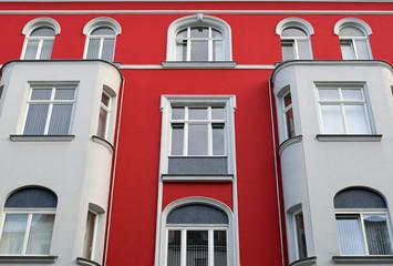 Rote Putzfassade