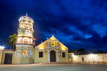 Fototapete - Santa Barbara Church at Night