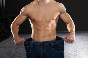Man Wearing Loose Jean In The Gym