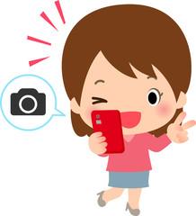 スマートフォンで自撮りする若い女性