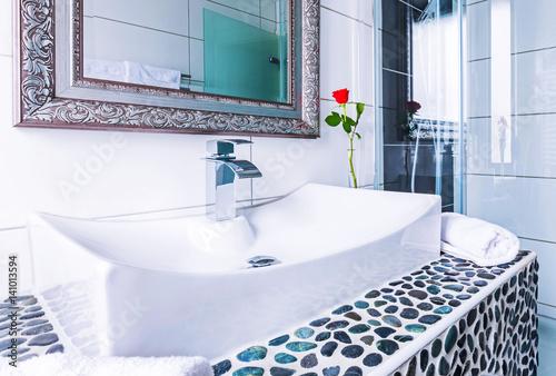 waschbecken mit blumen dekoration stock photo and royalty free images on pic. Black Bedroom Furniture Sets. Home Design Ideas