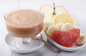Smoothies with grapefruit, apple, banana