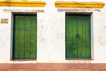 Fototapete - Old Colonial Doors