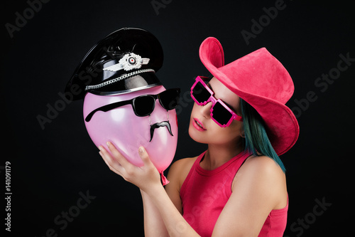 quotjeune cowgirl embrasse mr moustachequot stock photo and