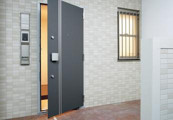 住宅 マンション 玄関イメージ 面格子防犯窓 ディンプルキー ダブルロックの防犯ドア