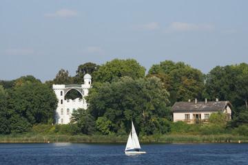 Schloss auf der Pfaueninsel in Potsdam, Brandenburg, Deutschland