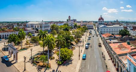 Panoramablick auf den Plaza de Armas in Cienfuegos auf Kuba