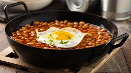 Gebackene Bohnen mit Ei - Baked beans with egg