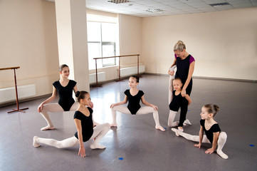 Girls are engaged in choreography in the ballet class.