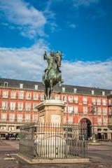 Zelfklevend Fotobehang Centraal Europa Plaza Mayor statue in Madrid