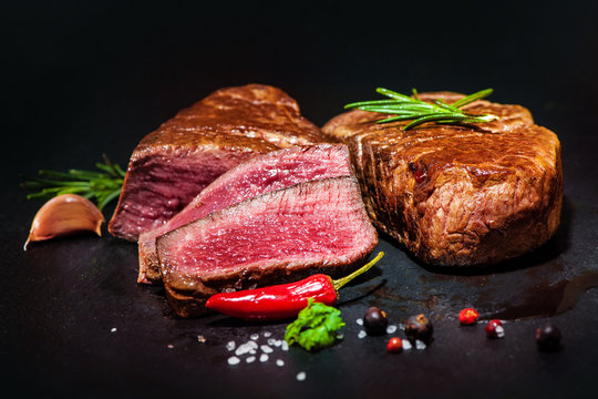 Grilled beef fillet steaks with spices