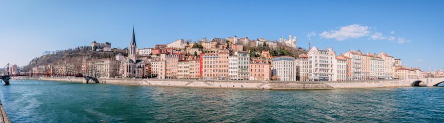 Panorama de Saint-Georges et vieux Lyon vu des quais de Saône