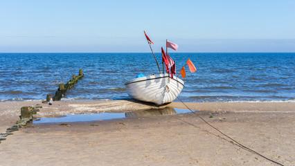 Fischerboot am Strand von Bansin auf Insel Usedom