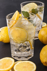 sparkling mineral water with ice and lemon slices