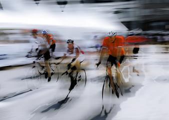 Rowerzysta drogowy, graficznie abstrakcyjny (zmanipulowany cyfrowo) - 141342730